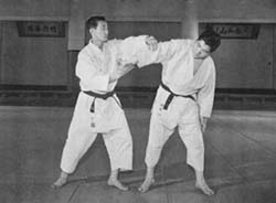 Kenji Tomiki executing a technique on his successor Hideo Ohba